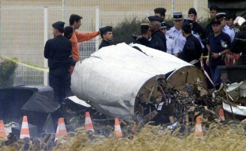 El avión se estrelló poco después de haber despegado. (Agencias)