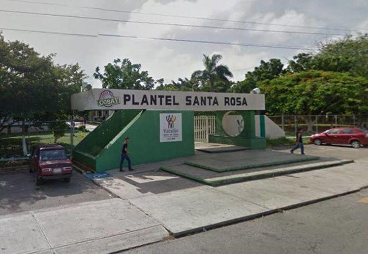 La riña se originó en las puertas de la Cobay Santa Rosa por el reclamo de un padre de familia a un estudiante por el constante acoso escolar que realiza a su hijo. (Google maps)