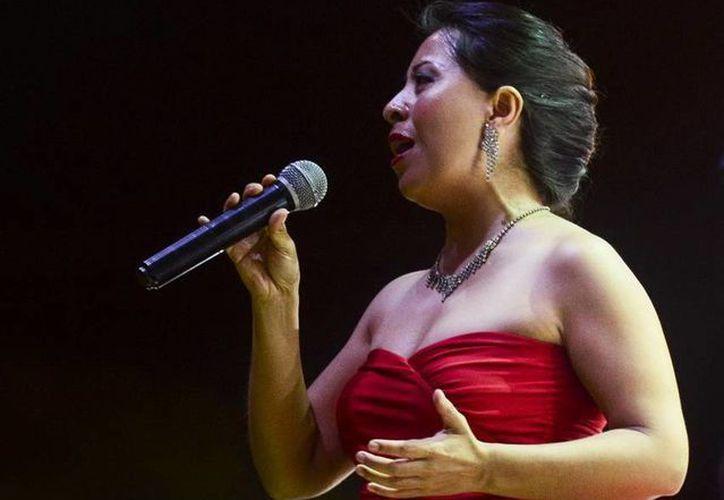 La cantante, Laura Chuc, se presentó junto con Shannon Leeman en Chetumal. (Redacción/SIPSE)