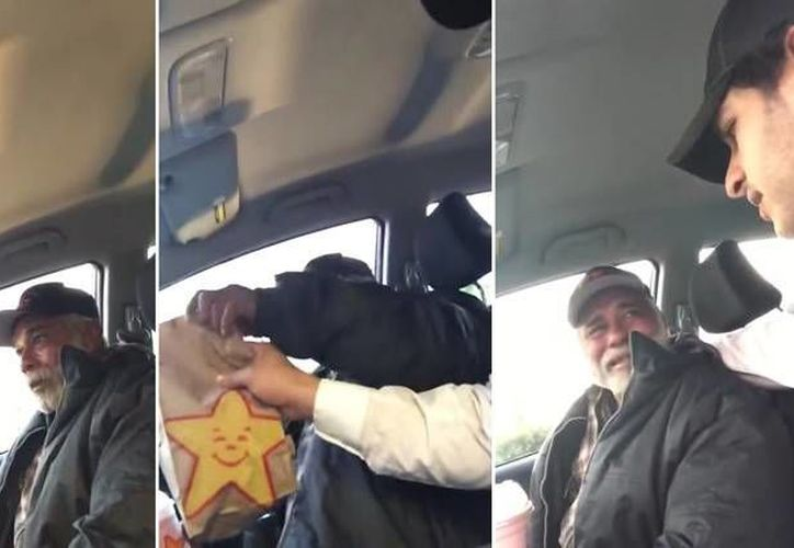 La bondad del joven provocó que el veterano de guerra rompiera en llanto. Captura de video que publicó el hombre al ayudar al ex militar. (YouTube)