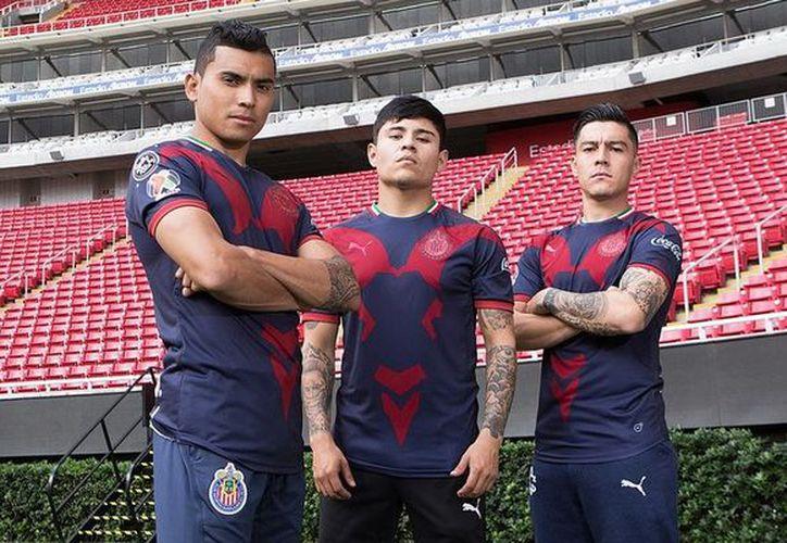 Los jugadores posaron con la nueva indumentaria. (vanguardia.com)