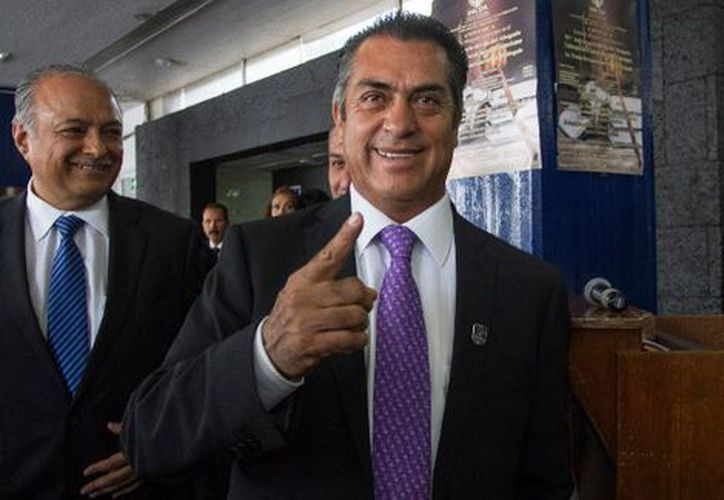 El gobernador con licencia de Nuevo León bromeó con el youtuber, Chumel Torres. (Milenio)