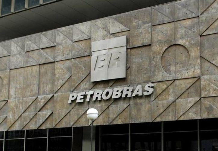 El escándalo de corrupción en Petrobras provocó la caída de funcionarios considerados 'intocables' y golpeó considerablemente la popularidad de la presidenta Dilma Rousseff. (AP)