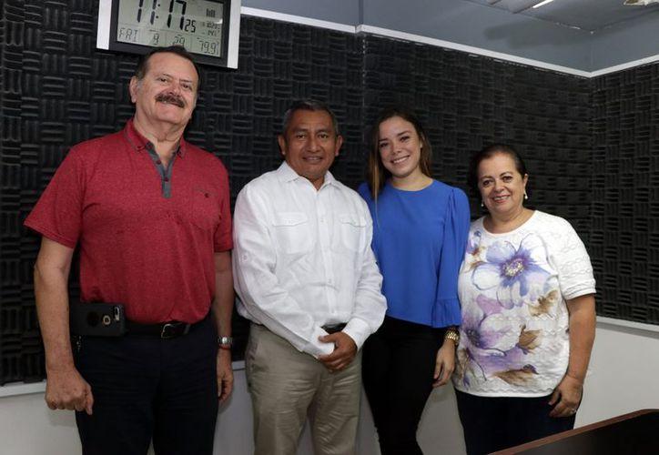 Jorge Barrera, Víctor Chan Martín, Narce Lavalle y Esperanza Nieto durante la transmisión del programa. (Foto: Milenio Novedades)