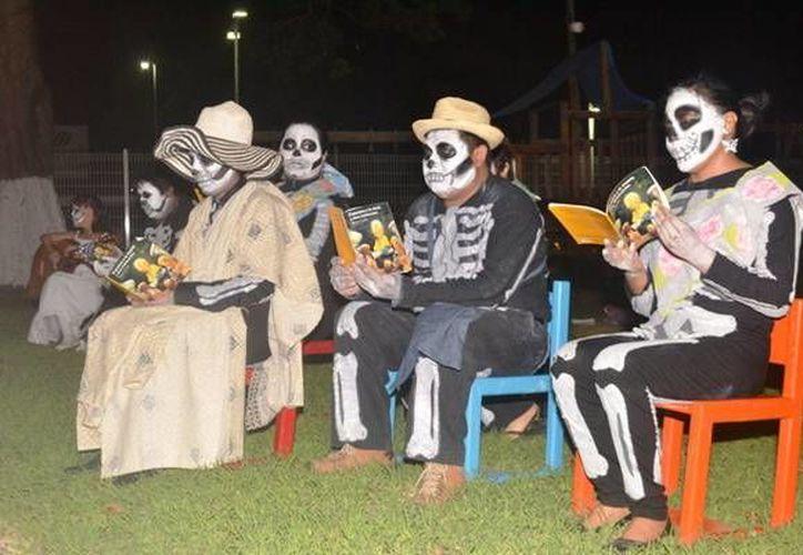 Los espectadores disfrutaron de la literatura mexicana durante el espectáculo. (Redacción/SIPSE)