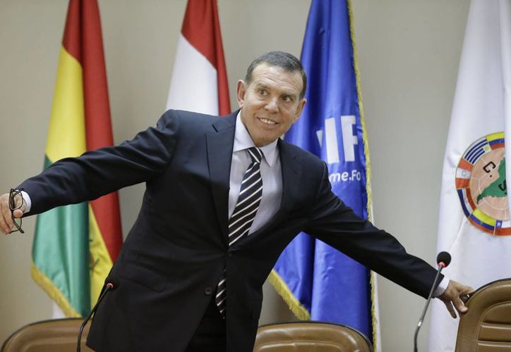 Autoridades dijeron que no se dará a conocer el día que Juan Ángel Napout, presidente de Conmebol, sea entregado a la justicia. (AP)
