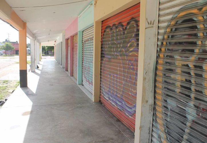 Locataria mencionó que los grandes comercios se han comido a los mercados. (Hugo Zúñiga/SIPSE)