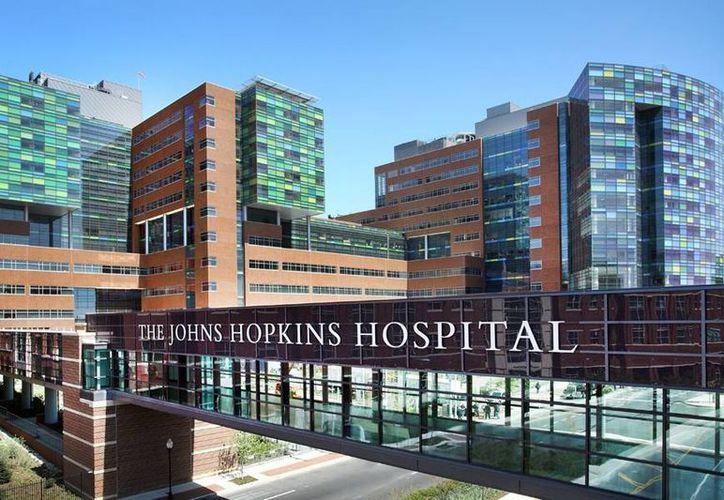 Miles de mujeres fueron grabadas durante revisiones ginecológicas en el hospital Johns Hopkins; tras el juicio, se determinó un pago de 190 millones de dólares de sanción. (hub.jhu.edu)