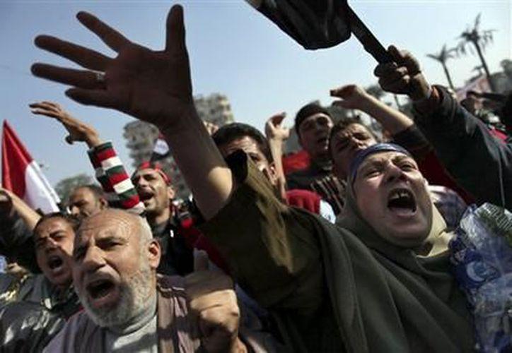 Miles de egipcios respaldaron el sábado 1 de diciembre del 2012 al presidente Mohamed Morsi. (Agencias)