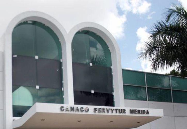 En el local de la Cámara de Comercio, ubicado en la avenida Itzaes se impartirán talleres para las personas que quieran conocer las disposiciones de la Secretaría de Hacienda. (Milenio Novedades)