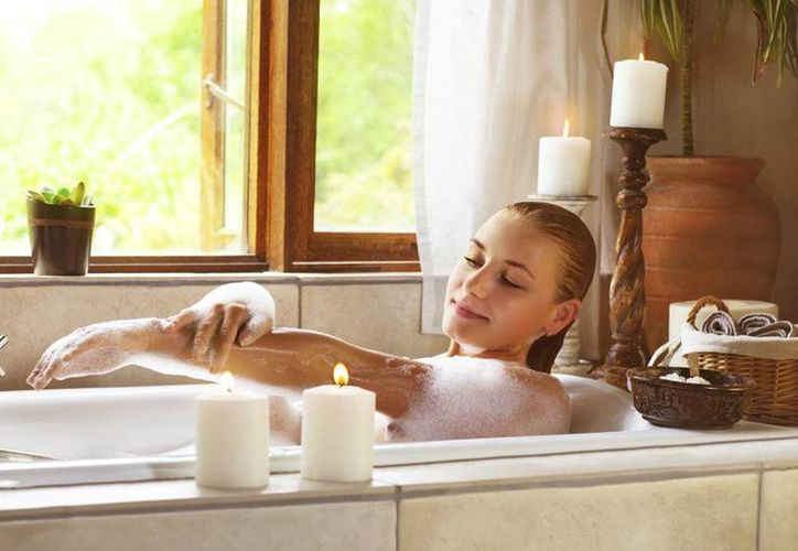 A la hora del baño, enfócate en las axilas, trasero e ingle; las zonas con secreciones más olorosas. (Contexto/ Internet)