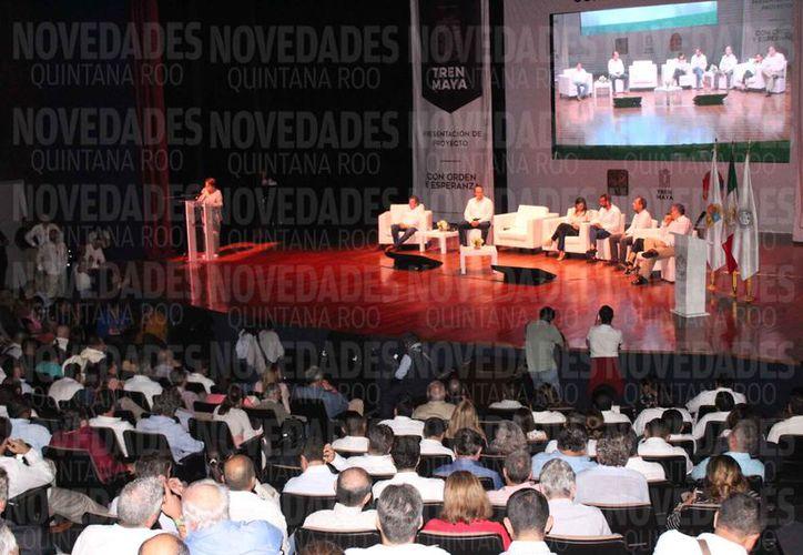 La presentación formal del proyecto fue en el Teatro de la Ciudad de Playa del Carmen. (Adrián Barreto/SIPSE)