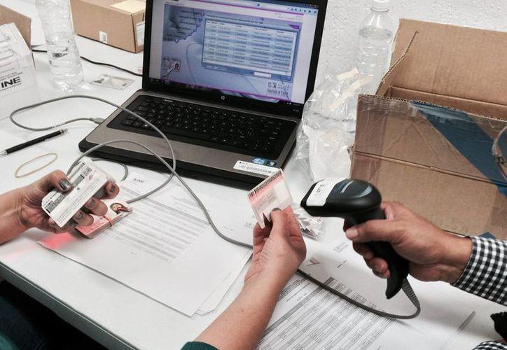 La mayoría de las credenciales de elector emitidas en el extranjero serán para los mexicanos que viven en Estados Unidos, informa el INE. (Archivo/Notimex)