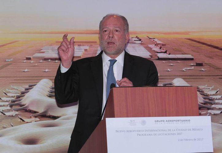 El director del Grupo Aeroportuario de la Ciudad de México, Federico Patiño anunció que este año se licitarán 20 proyectos para el NAICM, que implican recursos por un monto aproximado de 35 mil millones de pesos. (Notimex)