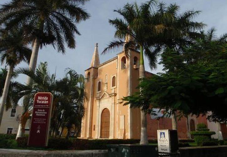 """La primera sede de la Feria Itinerante """"Libros al Paso de Todos"""", será el emblemático Parque de Santa Ana. (SIPSE)"""