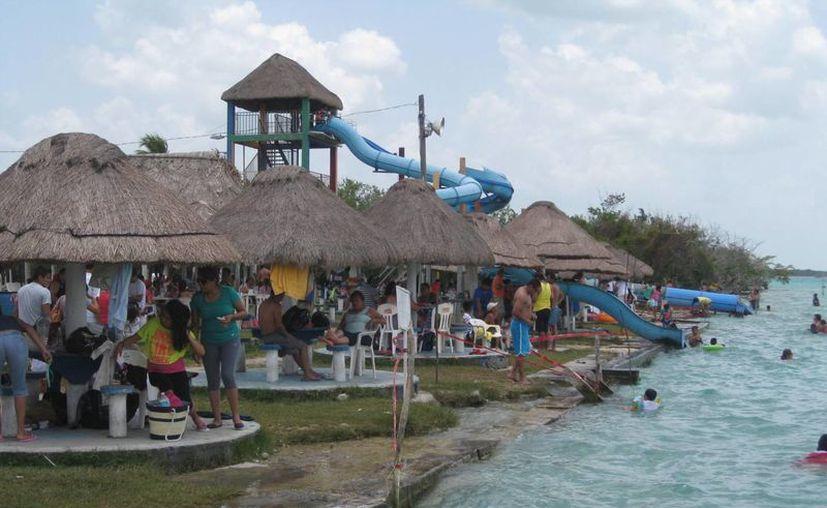 El repunte turístico en Bacalar es el resultado de la promoción en varios escenarios del país. (Javier Ortiz/SIPSE)