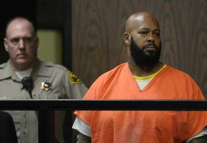 """Marion """"Suge"""" Knight en una corte durante su acusación formal este martes en Compton, California. Knight, de 49 años, se declaró inocente de homicidio, intento de homicidio y otros cargos por atropellar a dos hombres. (Agencias)"""