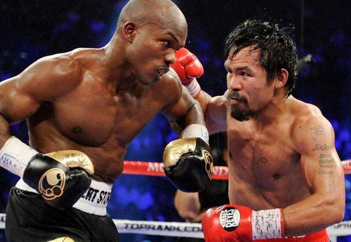 Manny Pacquiao y Timothy Bradley volverán a enfrentarse tras dos choques que tienen como saldo una victoria en cada lado. (Archivo AP)
