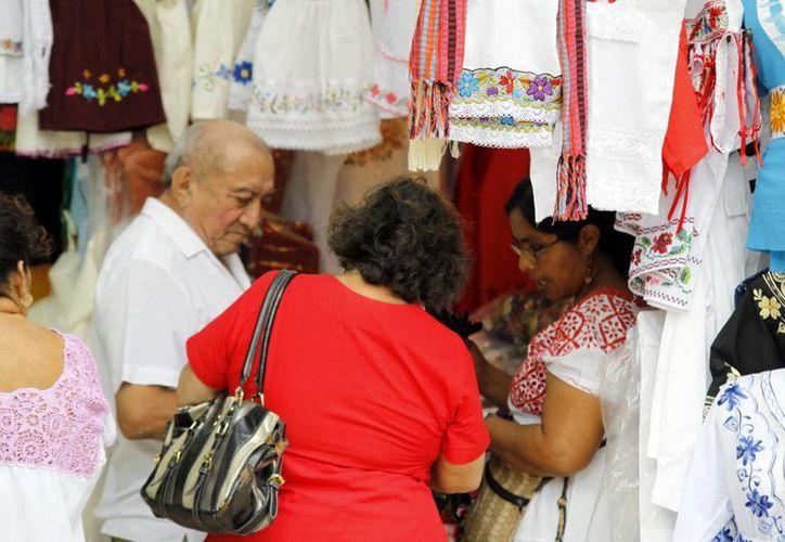 Preocupado por el alza del dólar, el Gobierno pidió consumir productos locales para mover la economía. (SIPSE)