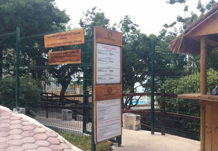 En la entrada principal no colocaron sellos de clausura porque da acceso también al restaurante. (Teresa Pérez/SIPSE)