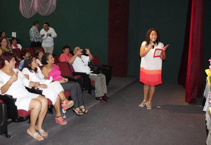 Profesores y profesoras forman del programa de fomento a la lectura. (Adrián Barreto/SIPSE)