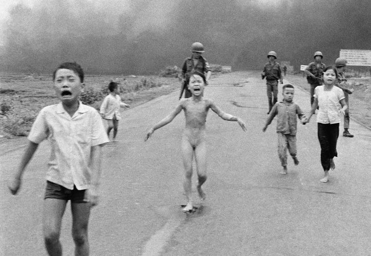 'La niña del napalm' es una fotografía documental de Vietnam tomada por Nick Ut. (AP/Nick Ut)