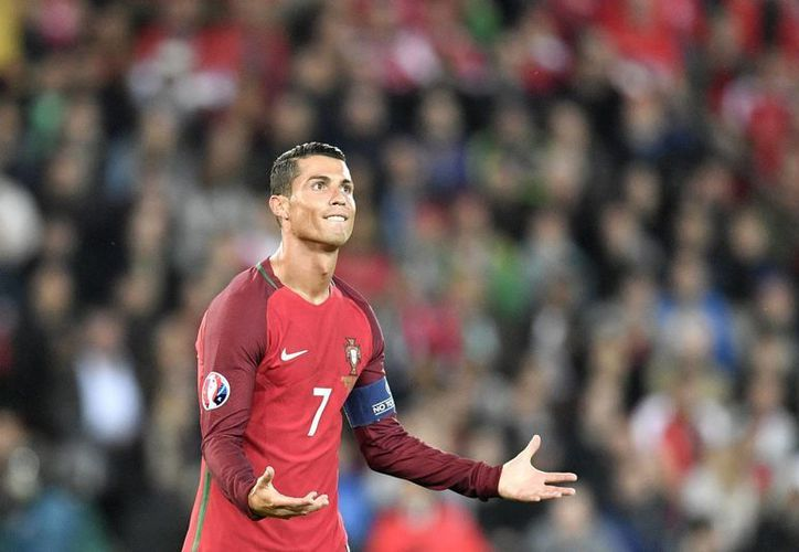 La mala racha de CR7 no solamente se ha presentado en la Eurocopa 2016, ya que desde sus últimos duelos en la Champions se mostró sin protagonismo con el Real Madrid. (AP)