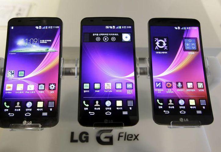 En un presagio de lo que viene, LG Electronics Inc. Presume el G Flex, un teléfono de pantalla curva que ya se vende en Corea, Singapur. (Agencias)