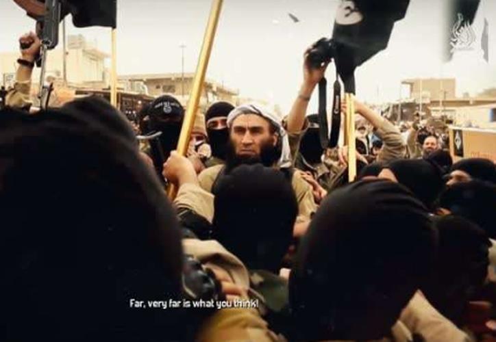 Un hombre encapuchado lanza las amenazas directas contra el líder supremo de Irán.  (Captura de video).