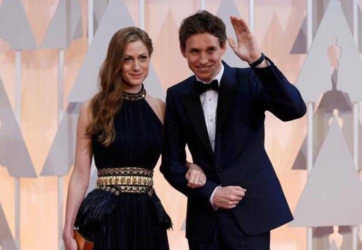 El ganador del Oscar Eddie Redmayne y su esposa Hannah se convirtieron este domingo en papás de una niña. (Archivo/ AP)