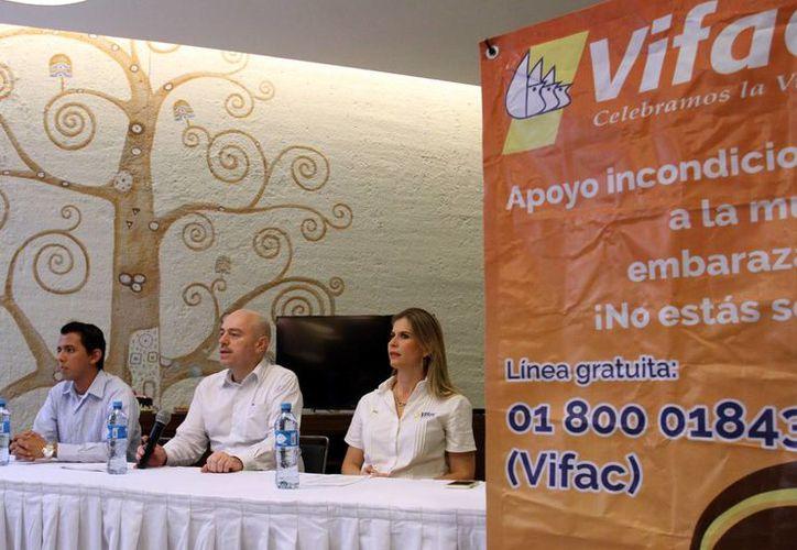 Vifac ofrece apoyo incondicional a mujeres embarazadas. Imagen de la rueda de prensa de la directiva de la asociación. (Milenio Novedades)
