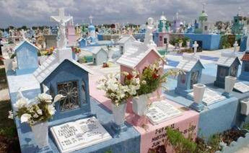 El cementerio de Xoclán es uno de los más grandes del Sureste. (Jorge Moreno/SIPSE)