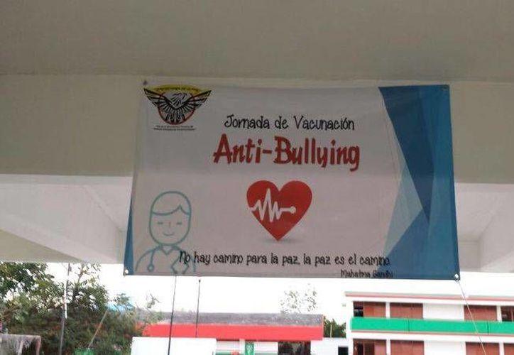 """En la Secundaria Técnica 28 se realizó la """"Jornada de vacunación contra el bullying"""". (Sergio Orozco/SIPSE)"""