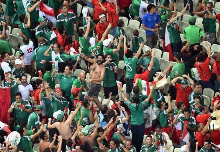 La afición mexicana causó polémica durante el Mundial por sus cánticos. (AP)
