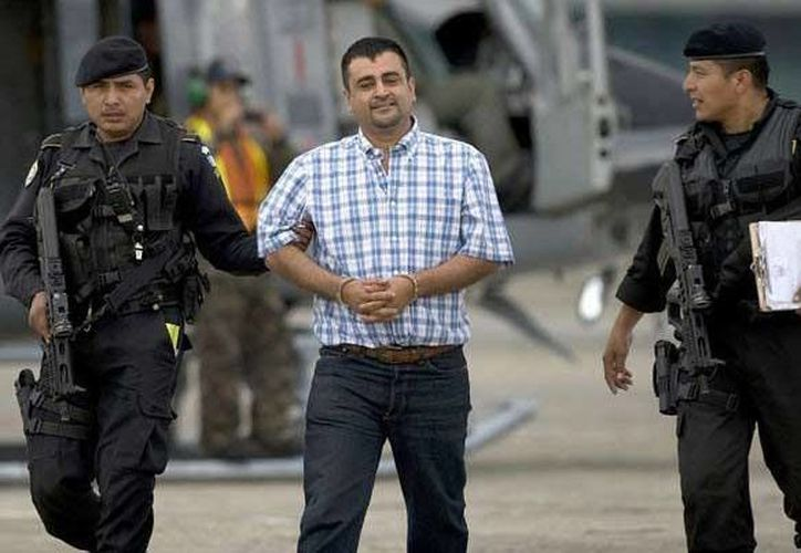 """Walter Montejo Mérida, (a) """"El Zapo"""",escoltado por policías en Guatemala. (monitoreodemedios.gt/Archivo)"""