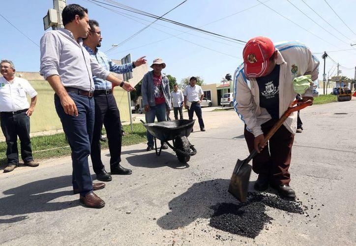 El Ayuntamiento de Mérida invierte casi 670 mil pesos en el bacheo y repavimentación de calles de Mérida y sus 47 comisarías. (Foto de archivo de SIPSE)