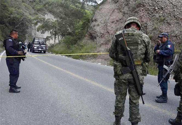 Los cuerpos fueron localizados en el kilómetro uno de la carretera Mochitlán-Lagunillas, en Guerrero; presentaban disparos en la cabeza y huellas de tortura. (Excelsior)