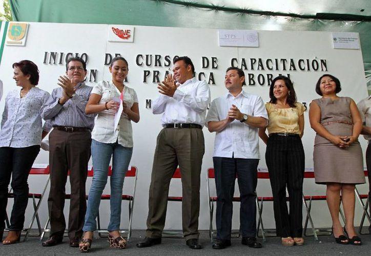 Acercan oportunidades de empleo a jóvenes yucatecos. Pone en marcha el Gobernador cursos de Capacitación en la Práctica Laboral. (Cortesía)