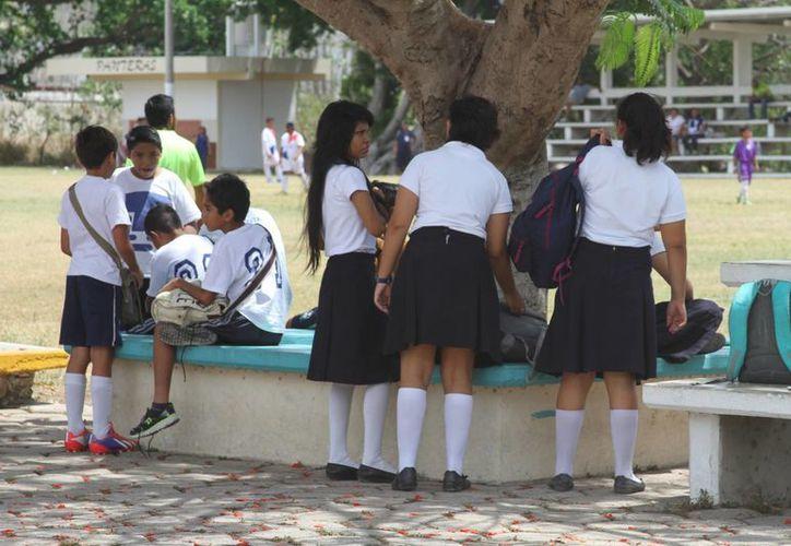 Estudiantes de preparatoria presentarán exámenes de admisión en universidad. (Victoria González/SIPSE)