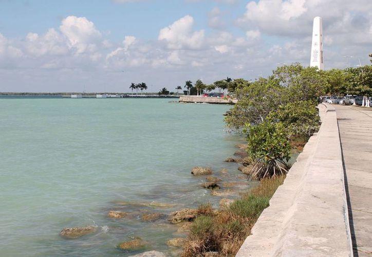 Un estudio reciente realizado en la bahía encontró partículas de coliformes fecales. (Redacción/SIPSE)