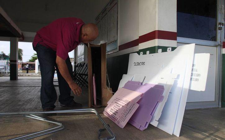 Reportan demora en la dinámica para el armado de las urnas (Redacción)