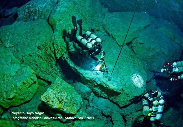Ayer el INAH dio a conocer el descubrimiento del esqueleto humano más antiguo del continente, ubicado en las profundidades de un cenote de Tulum. (Cortesía/INAH)