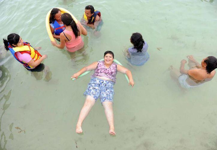 Los menores y mayores de edad discapacitados que disfrutaron del primer Campamento de Verano del DIF no solo hicieron nuevos amigos sino que realizaron actividades muy divertidas y que les ayudan en su desarrollo. (Fotos: cortesía del DIF)