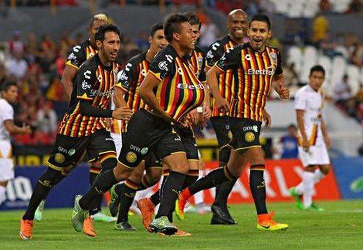 Con el resultado, Leones Negros y Lobos Buap quedan eliminados del Apertura 2016, luego de haber sumado 17 puntos en 17 partidos.(Foto tomada de Facebook/Leones Negros)