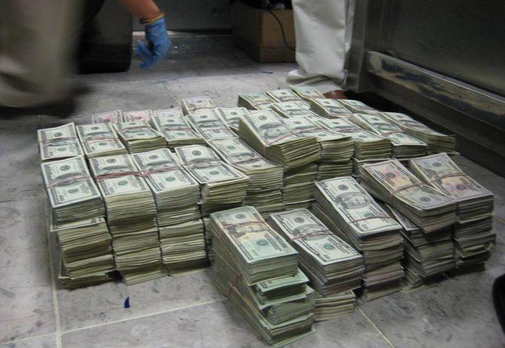 Las sanciones por no declarar el traslado de dinero incluyen cárcel. (Foto de contexto/aduanas.gob.mx)