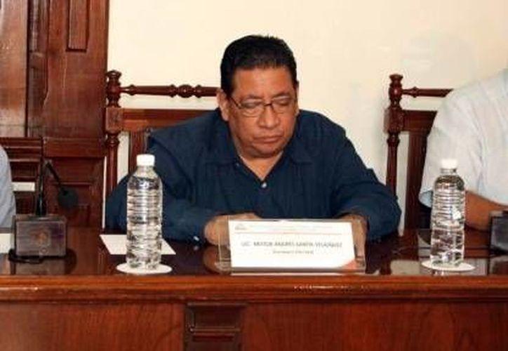Néstor Santín Velázquez, quien fue consejero electoral del entonces Ipepac, también se apuntó de nuevo  para ocupar el mismo cargo. (Milenio Novedades)