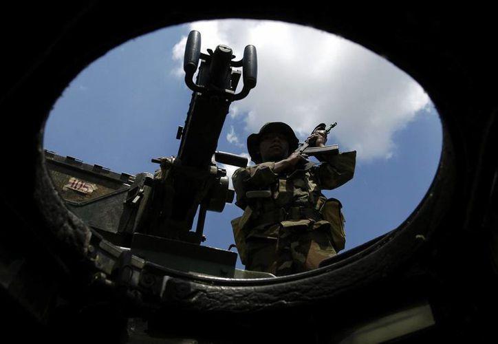 En la imagen, uno de los kaibiles (soldados de élite) de Poptún, marines nacionales de Puerto Barrios y personal de la Brigada de Santa Elena. (EFE/Archivo)