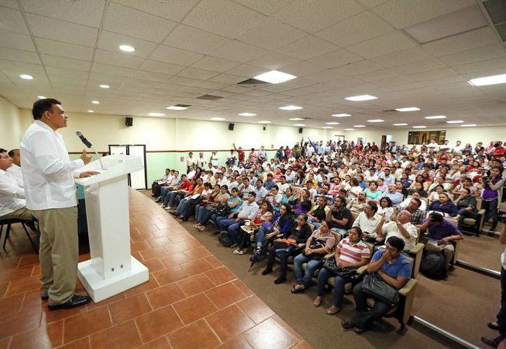 El mandatario estatal reconoció la vocación de servicio del magisterio yucateco. (Milenio Novedades)