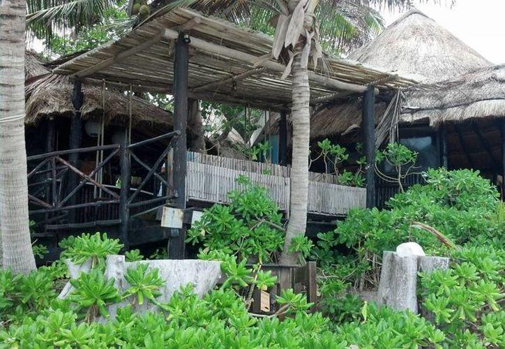 Los hoteles costeros construidos con materiales de la región son los más vulnerables ante un huracán. (Sara Cauich/SIPSE)