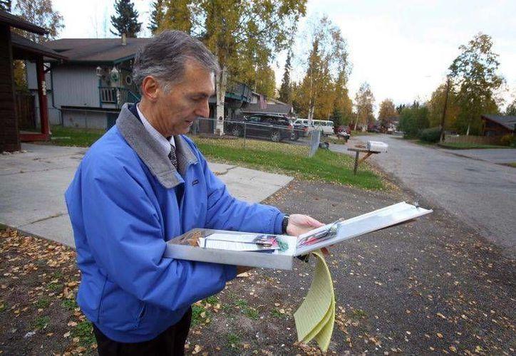 John Eberhart, alcalde de Fairbanks, Alaska, durante su campaña electoral. (newsminer.com)